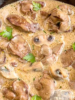 Свиная печень с грибами