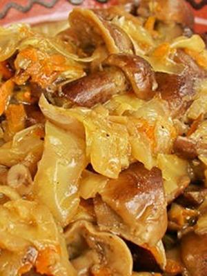 Солянка с грибами, приготовленная в мультиварке
