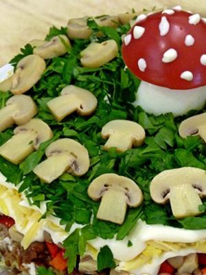Оригинальный салат «Грибная поляна» с шампиньонами