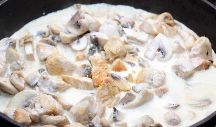 Курица с грибами в нежном сливочном соусе