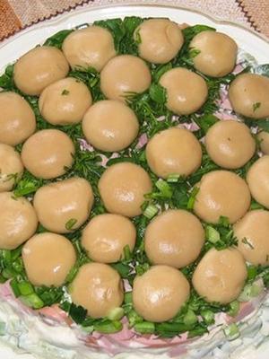 Салаты с шампиньонами и ананасами: оригинальные рецепты