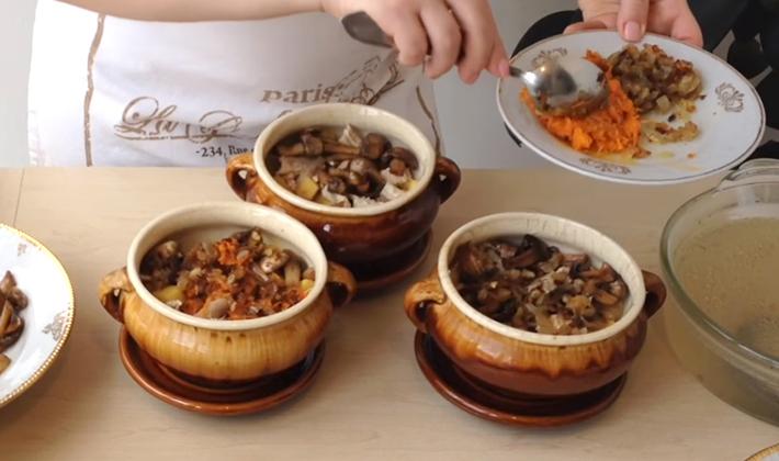 Картошка с опятами, приготовленная в духовке