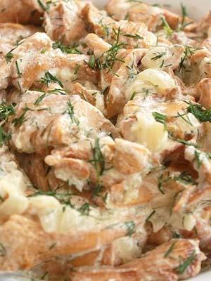Лисички, тушеные в сметане: рецепты вкусных блюд