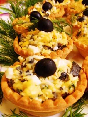 Тарталетки с зеленым горошком и сыром