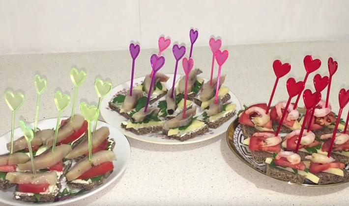Шампиньоны на шпажках: рецепты канапе и грибного шашлыка
