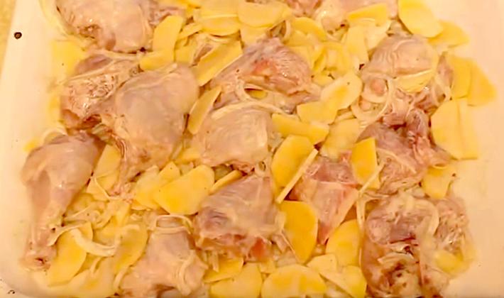 Лисички с картошкой, приготовленные в духовке