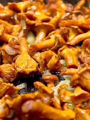 как приготовить вкусно лисички грибы на сковороде