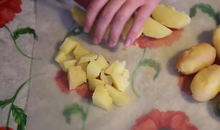 Лисички с картошкой, приготовленные на сковороде