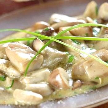 Белые грибы, приготовленные в сливочном соусе