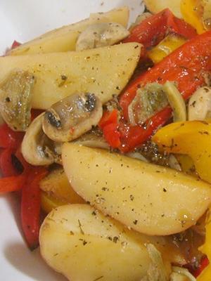 Картошка с грибами и помидорами в духовке