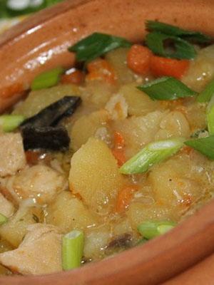 Грибы, приготовленные с картошкой в горшочках