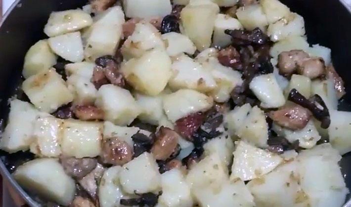 Блюда из грибов, картошки и мяса