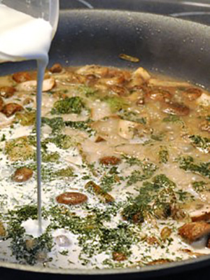 Шампиньоны в сливках: рецепты грибных блюд