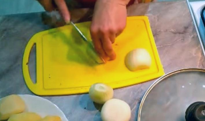 Как правильно жарить шампиньоны с картошкой на сковороде