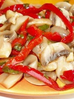 Салаты с маринованными шампиньонами: домашние рецепты