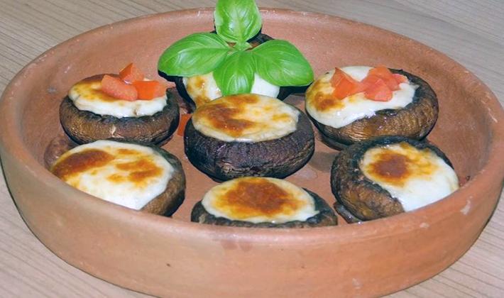 Блюда с шампиньонами и сыром в духовке