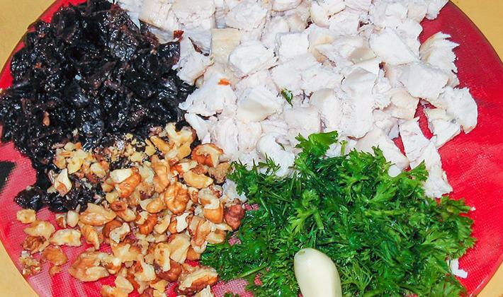 Салаты с куриной грудкой и шампиньонами: рецепты приготовления