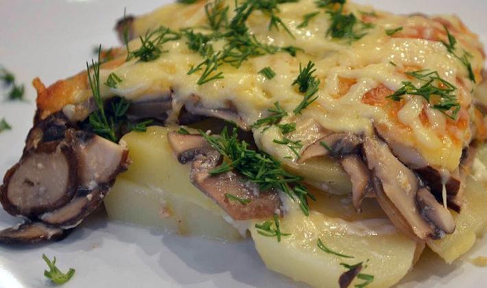 Шампиньоны по-французски с мясом и овощами