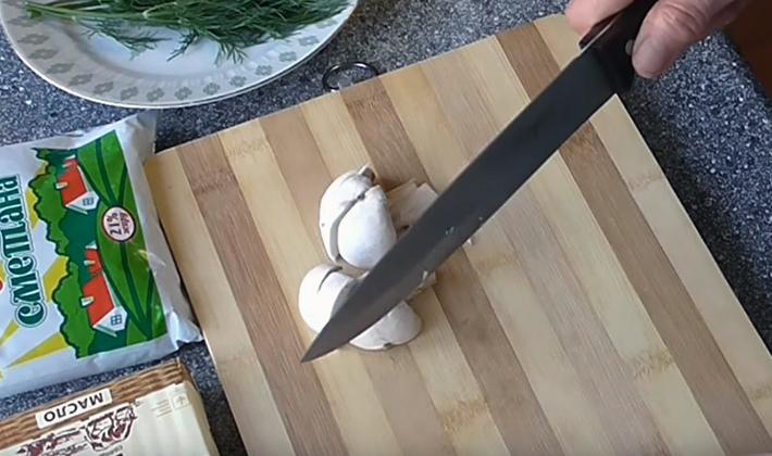 Как правильно приготовить грибы в сметанном соусе