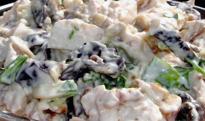 Салаты с шампиньонами и курицей: популярные рецепты